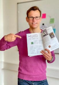 Clemens Jager zeigt auf seinen Beitrag im INHALT-Magazin: Content Marketing im B2B.